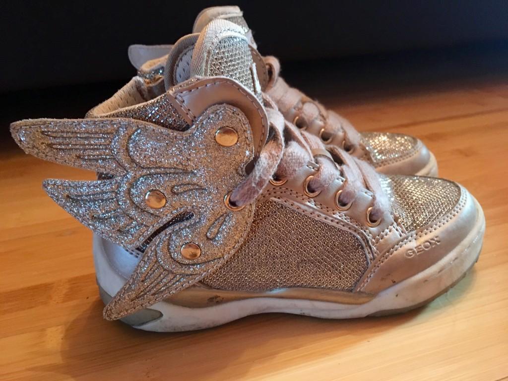 Arany színű csillámos magas szárú cipő. (28-as méretben) Teljesen jó  állapotban cf6097a5e7