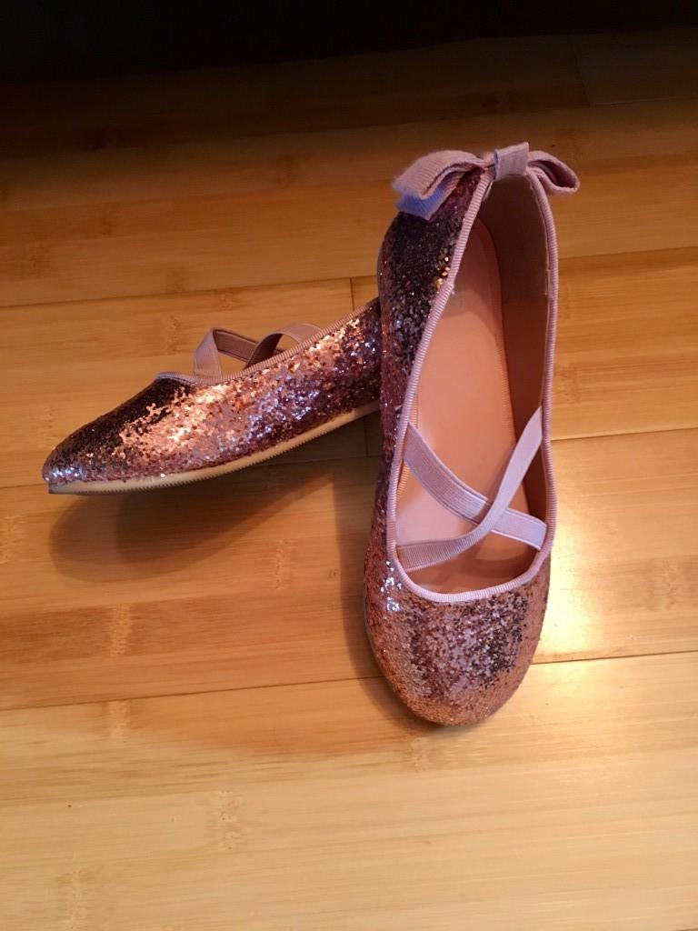 3e4985a76b Gyönyörű alkalmi kislány topánkák. ( 29-es méretben) Újszerű teljesen jó  állapotban.