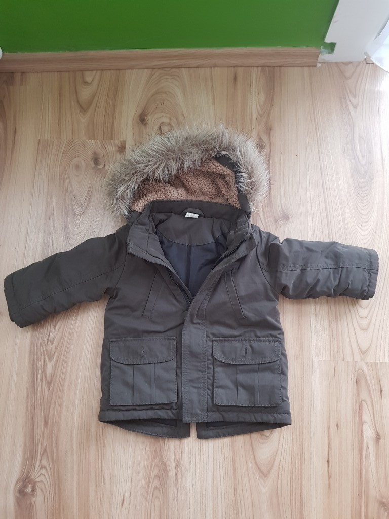 Eladó egy 86-os jó állapotban lévő khaki színű kisfiú kabát  H M-s 961770d8f3