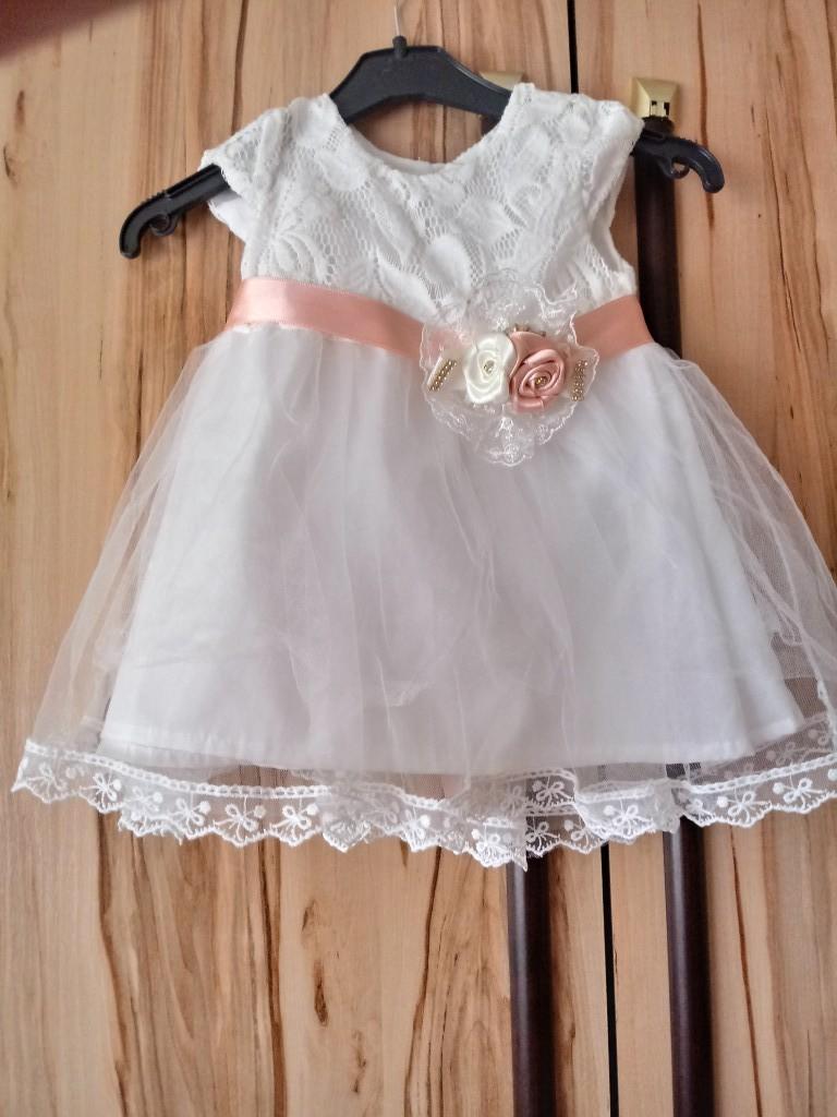 Kislány Alkalmi ruha 62-68 as méret hátul megkötős Nyíregyházán átvehető - 0 0addbf883d