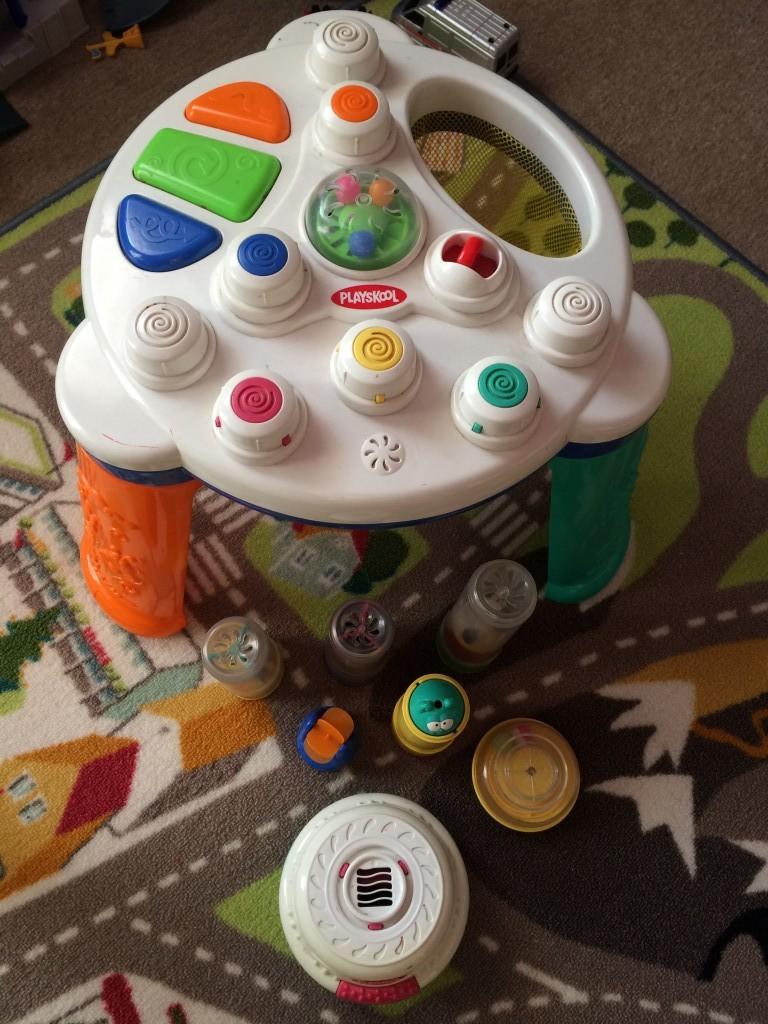 Playskool játék asztal,játszóasztal. Levegőt fúj, így ha a hengereket rá tesszük akkor a benne lévő figurák mozognak,fel-le,pörögnek stb Működik,jó állapot! - 0
