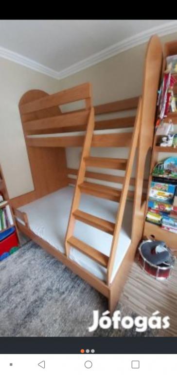 3 személyes klassz masszív emeletes ágy galéria ágy eladó.méretei a fotók közt megtalálhatóak.fekvő részének rácsos hanem tömör!!! - 0