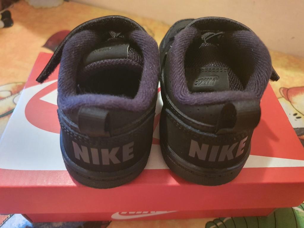 Eladó egyszer sem hordott Nike zárt cipő,  próbálva sem volt.   Mérete 22es,  a cipőfűző lazítható.  Bth 12 cm  - 1