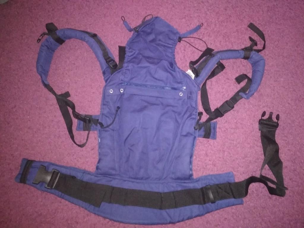 Liliputi csatos hordozó eladó  Elöl, háton és csípőn hordozáshoz, egyaránt, 3,5-20 kg-os hordozási súlyhoz(kb. 6 hetestől 3 éves korig)ajánlott.  Az ár minimálisan alkuképes! - 0