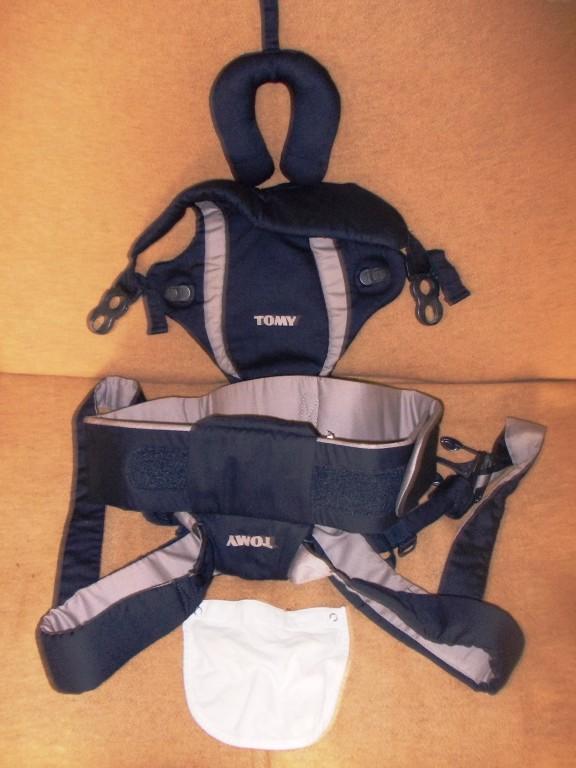 Tomy Freestyle Premier babahordozó, baba-nyaktartó párnával. Hibátlan újszerű állapotban. Használható újszülött kortól (3,5kg) 9 kg –ig. Hosszú távon is kényelmes a babának és a mamának egyaránt. Állítható széles párnázott vállpántok, deréköv. - Állítható méret a baba növekedésének megfelelően. 2 hordozó pozíció lehetővé teszi, hogy a baba befelé vagy kifelé (3 hónapos kórtól) nézve is kényelmesen hordható legyen. Folt és szakadásmentes. Mosógépben mosható. Átvétel Vokány, Siklós, Pécs megbeszélés szerint. Máshol is hirdetem. - 0