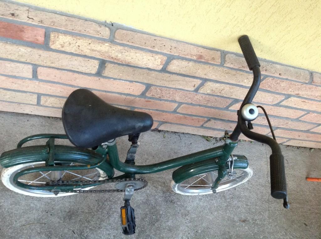 Eladó a képen látható kis bicikli - 2