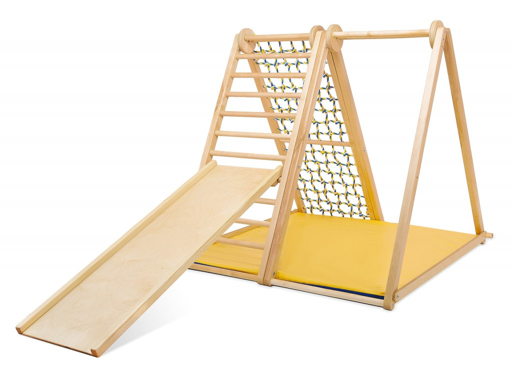 KIDWOOD Zebra Basic SET   A Zebra fa mászókeret segít gyermekének fürge és egészségessé válásában, és helyet talál a gyermekszobában. A Zebra nagyon alkalmas csatlakoztatható kiegészítőkkel történő használatra. Helyezzen tornagyűrűt vagy kötéllétrát, és használja ki teljes mértékben a játékkészletet. A húzóháló, amely a létra szemközti oldalán található, lehetővé teszi, hogy gyermeke felkapaszkodjon, felmászhasson a legmagasabb gerendára, majd lefelé a létra. A háló ideális a gyermek lábának boltozatának gyakorlásához. Magasságából adódóan a Zebra különösen alkalmas ringatásra. Méretek: alap 100 * 100cm, magasság 135 cm. Az alapkészlet alkatrészei: függőleges létra, vízszintes sáv, sokszínű háló és szőnyeg. Kiváló minőségű kivitel, biztonságos és ökológiai anyagok - tömör fa és rétegelt lemez orosz nyírból + vízbázisú lakk. Biztonsági és kémiai vizsgálatok az EN71, TUV Rheinland tanúsítványok szerint. A csomag tartalmaz : Alap játszótér Matrac + Fa csúszda Fa - orosz nyírfa Ökológiai és biztonságos fest - 0