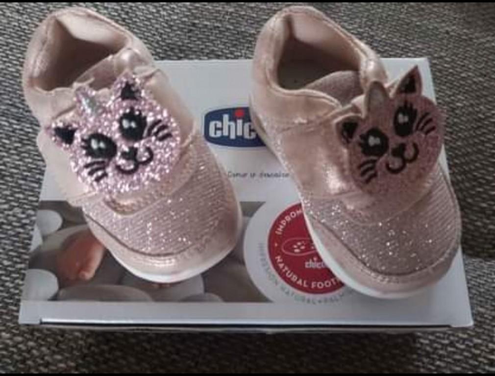 Chicco kislány cipő Shoe Gamma (18) Pink   Eladó egy igazán csajos kislány cipő 18-as méretben  Tulajdonságai: - Rugalmasság - Csúszásmentesség -Légáteresztő -Baba kényelem -Bőr-belső - 0