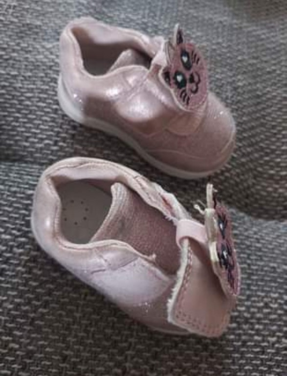 Chicco kislány cipő Shoe Gamma (18) Pink   Eladó egy igazán csajos kislány cipő 18-as méretben  Tulajdonságai: - Rugalmasság - Csúszásmentesség -Légáteresztő -Baba kényelem -Bőr-belső - 2