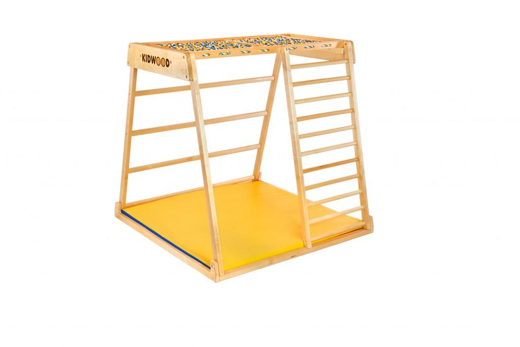 Hatoldalas KIDWOOD DOMINO játékkészlet, amely bármelyik oldalon lefektethető és megváltoztathatja a játékstílust. Az oldalra váltás új lehetőségeket nyit meg újra és újra. A borda felfelé vezet, közvetlenül a mászókeret tetejére. A majomrudak és a vontatóháló lehetővé teszi, hogy a csecsemő felmászhasson a tetejére, és mintha fészekben üljön. Méretek: alap 113 * 115 cm, magasság 110 cm. Az alapkészlet alkatrészei: oldalsó függőleges létrával és egy nagy ablakoldal hosszú lécű létrával, többszínű hálóval, 2 oldal trapéz alakú, szőnyeg. 5 különböző készletben megvásárolható kiegészítőkkel vagy külön-külön. Kiváló minőségű kivitel, biztonságos és ökológiai anyagok - tömör fa és rétegelt lemez orosz nyírból + vízbázisú lakk. Biztonsági és kémiai vizsgálatok az EN71, TUV Rheinland tanúsítványok szerint. - 0