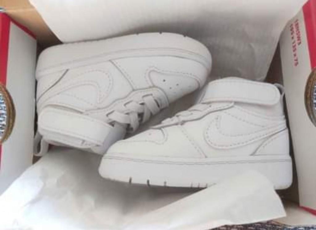 Nike  unisex - COURT BOROUGH LOW 2 TD - Fehér   Eladó Eredeti Baba Nike cipő   LEÍRÁS   19,5   Nagyon jó az értékelése a Nike márkának és az ő legújabb rövid szárú edzőcipőjének! Fehér színe egy igazi szövetséges a mindennapokban, hiszen bármilyen ruhával könnyedén összepárosítható. Mi szabhatna határt a külsejének!   ÖSSZETEVŐKSzár : Bőr és Szintetikus Bélés : Textil Belső talp : Textil Külső talp : Gumi  - 0
