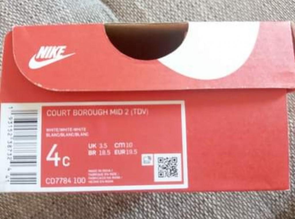 Nike  unisex - COURT BOROUGH LOW 2 TD - Fehér   Eladó Eredeti Baba Nike cipő   LEÍRÁS   19,5   Nagyon jó az értékelése a Nike márkának és az ő legújabb rövid szárú edzőcipőjének! Fehér színe egy igazi szövetséges a mindennapokban, hiszen bármilyen ruhával könnyedén összepárosítható. Mi szabhatna határt a külsejének!   ÖSSZETEVŐKSzár : Bőr és Szintetikus Bélés : Textil Belső talp : Textil Külső talp : Gumi  - 3